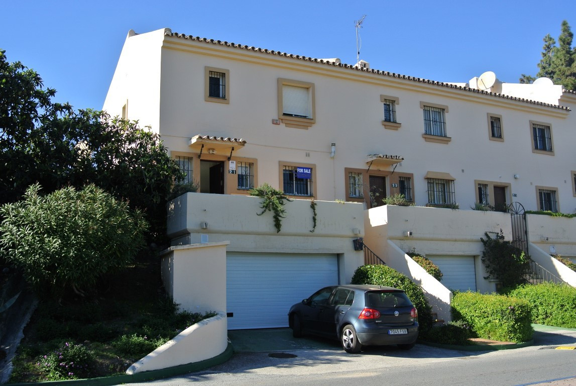 West facing corner townhouse, 1st line Golf Aloha. Bright and welcoming and with many possibilities.,Spain