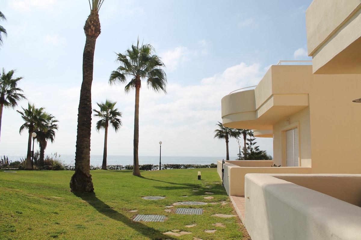 Ground Floor Apartment, Estepona, Costa del Sol. 2 Bedrooms, 2 Bathrooms, Built 115 m², Terrace 50 m,Spain