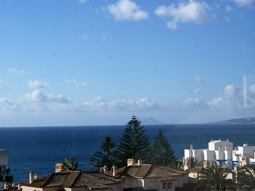 Apartment superbly located just 100 meters from the Marina of Estepona and all its facilities. This ,Spain