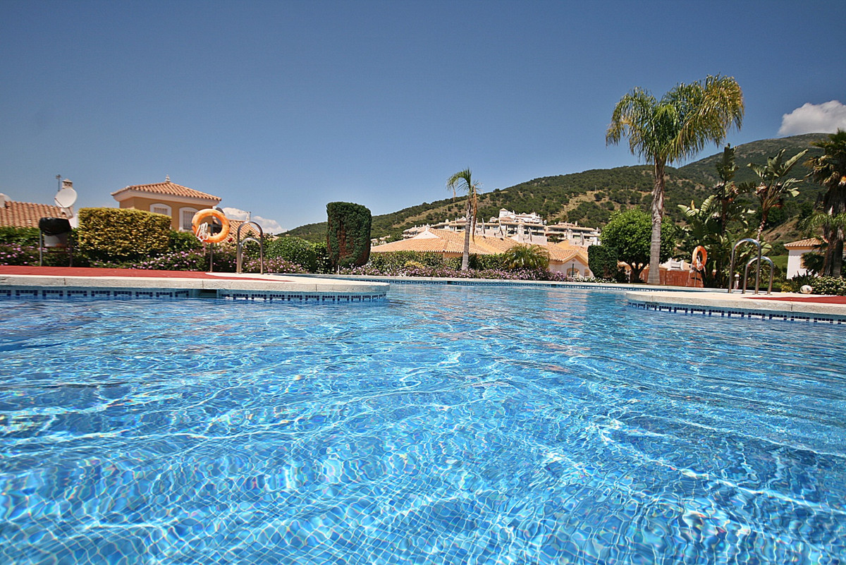 Fantastic offer - Spacious 2 bedroom apartment with with breathtaking golf and mountain views. Locat,Spain