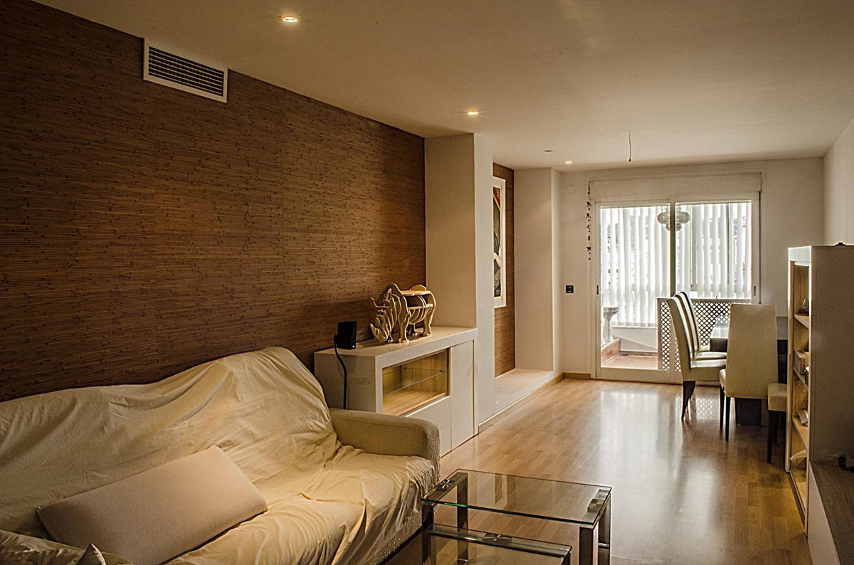 Extraordinary apartment, completely renovated, luxury qualities, nestled close to services and commu,Spain