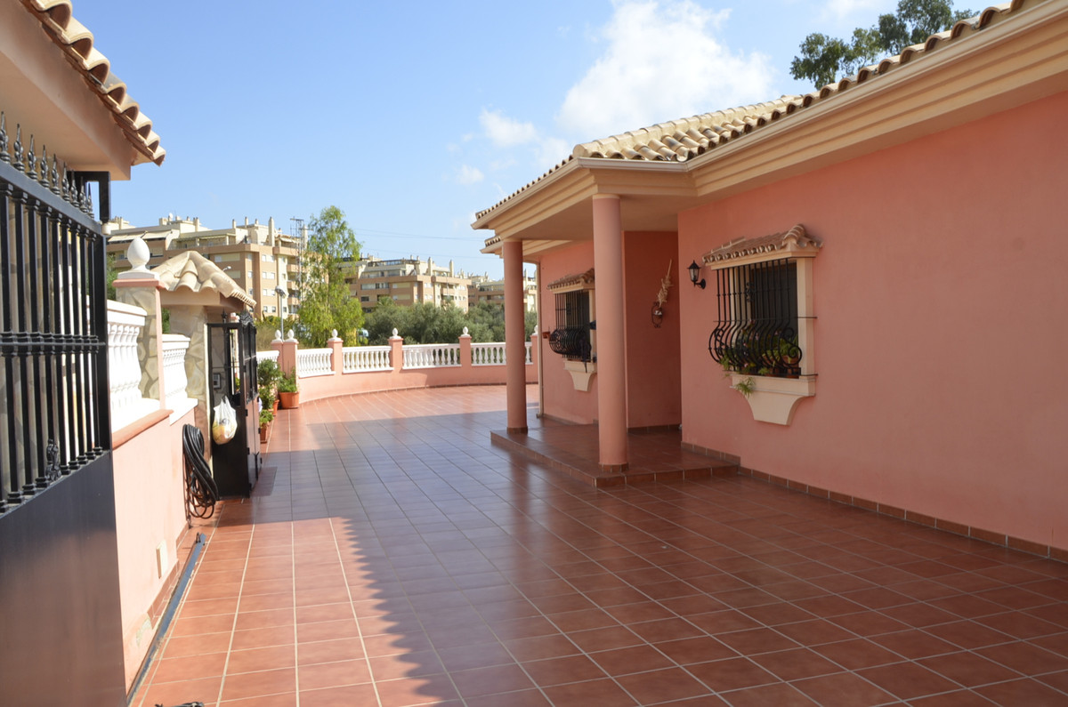 Detached Villa, Benalmadena, Costa del Sol. 4 Bedrooms, 3 Bathrooms, Built 138 m², Garden/P, Spain