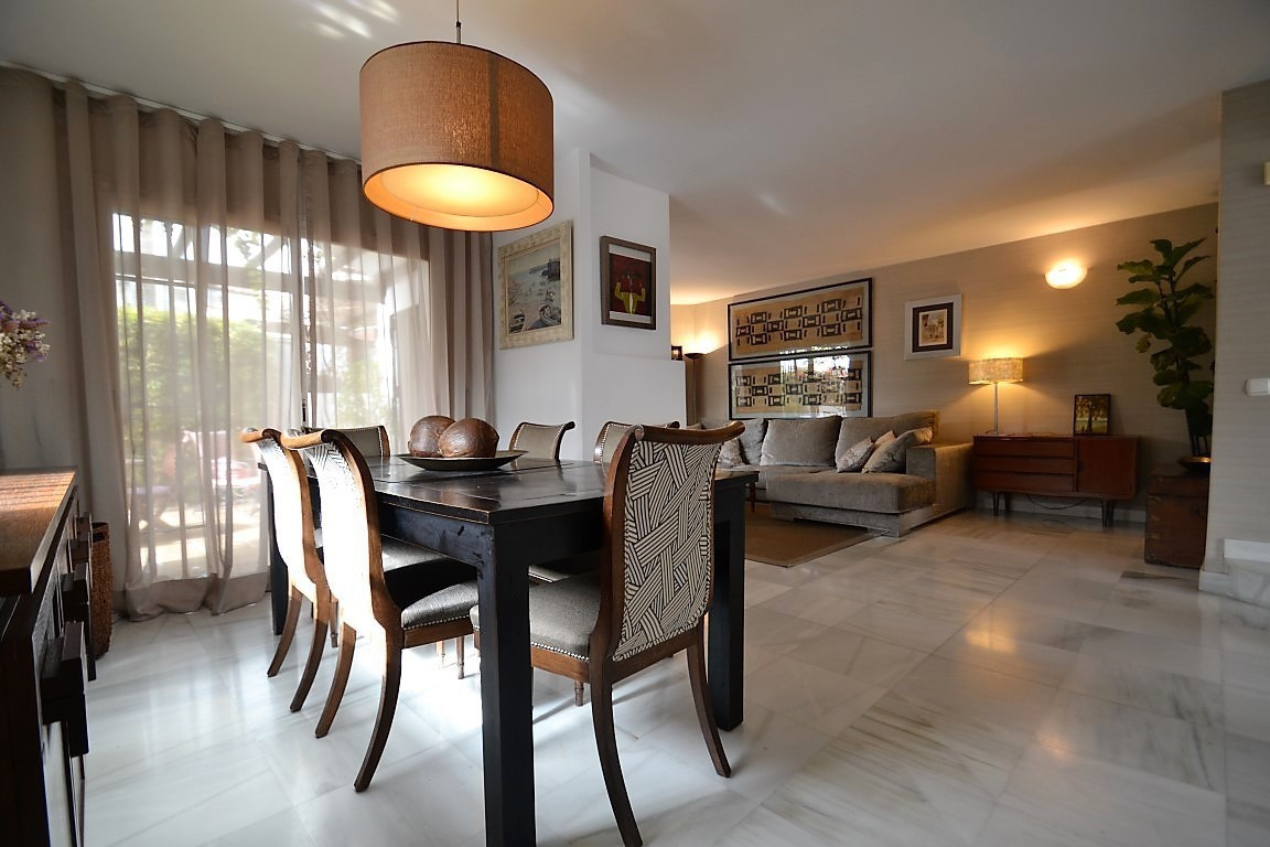 Impressive six bedroom townhouse completely refurbished and bright, located in the famous Urbanizati,Spain