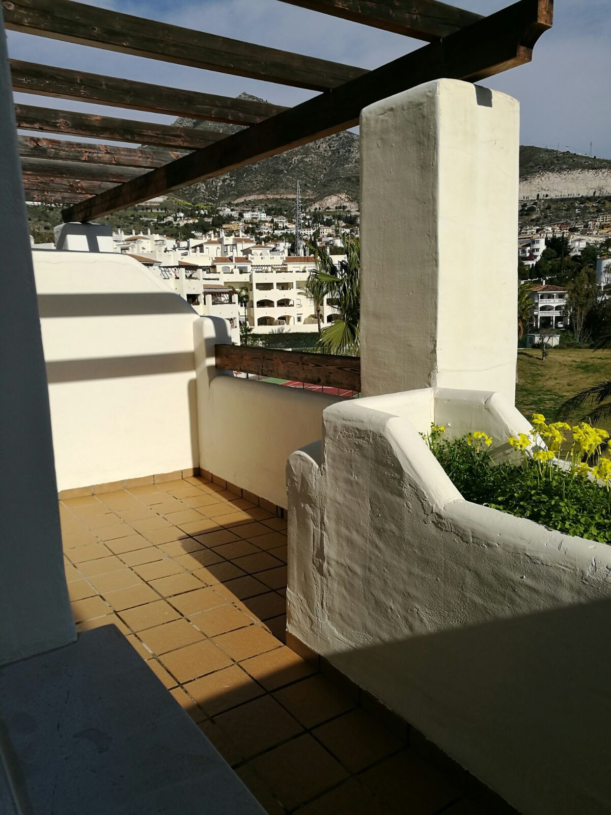 For sale a 2 bedrooms, 2 bathrooms apartment with a 13m2 terrace in an urbanization with swimming-po, Spain