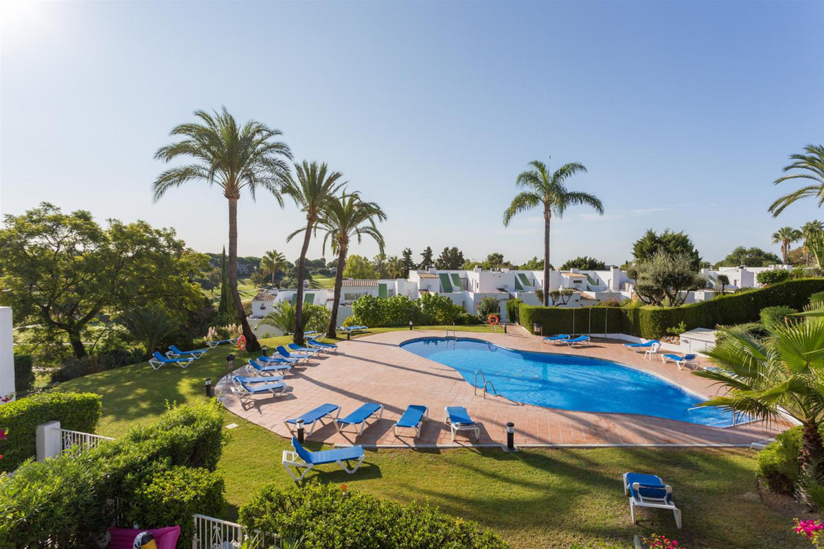 Recently renovated townhouse in a south position in a front-line golf complex in Nueva Andalucia. Th,Spain