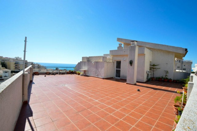 Penthouse in very good condition with sea views and located in TORREQUEBRADA just 5 minutes walking ,Spain