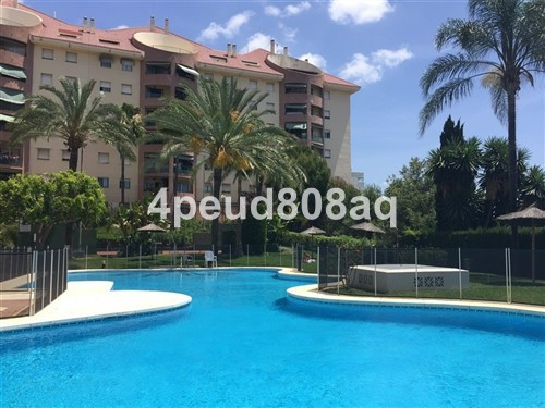 South facing 1st floor unfurnished 3 bedroom apartment with 2 bathrooms (1 en-suite) in the top part,Spain
