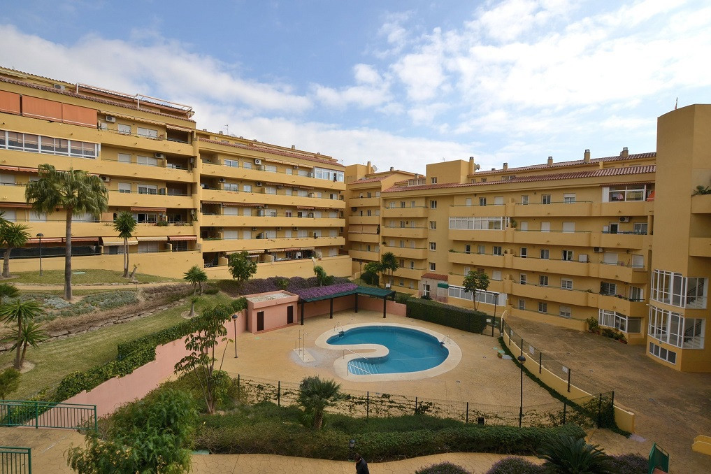 NICE RENOVATED APARTMENT located in the lower part of Los Pacos (Fuengirola). Property with 2 terrac, Spain