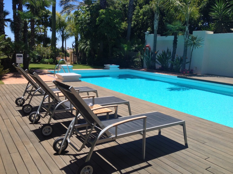 Modern southwest facing three bedroom apartment with lovely views over the manicured gardens to the ,Spain