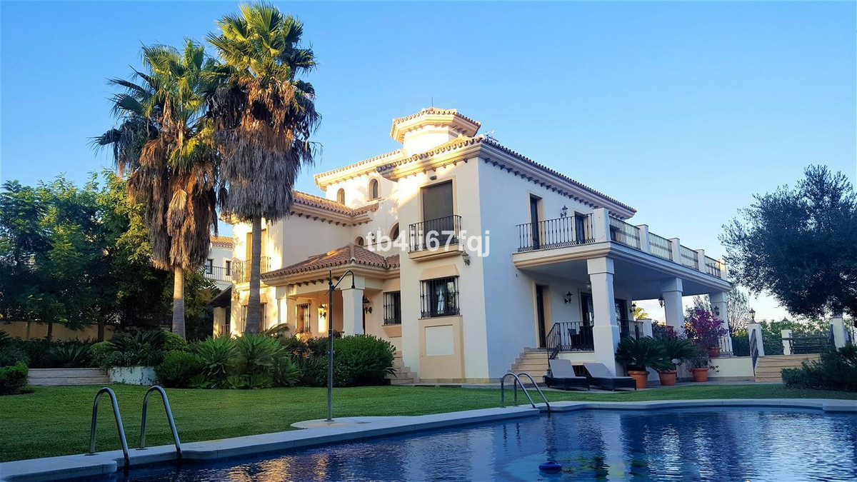 This magnificent property enjoys a unique position in the urbanization of the Flamingos. Its elevate,Spain