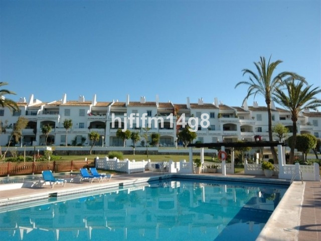 Fantastic 3 bedroom corner ground floor apartment in prime location! Only steps away from the Centro,Spain