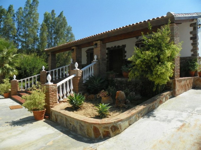 Originally listed for 370,000€ and recently reduced to 295,000€.  Excellent finca situated in the co,Spain
