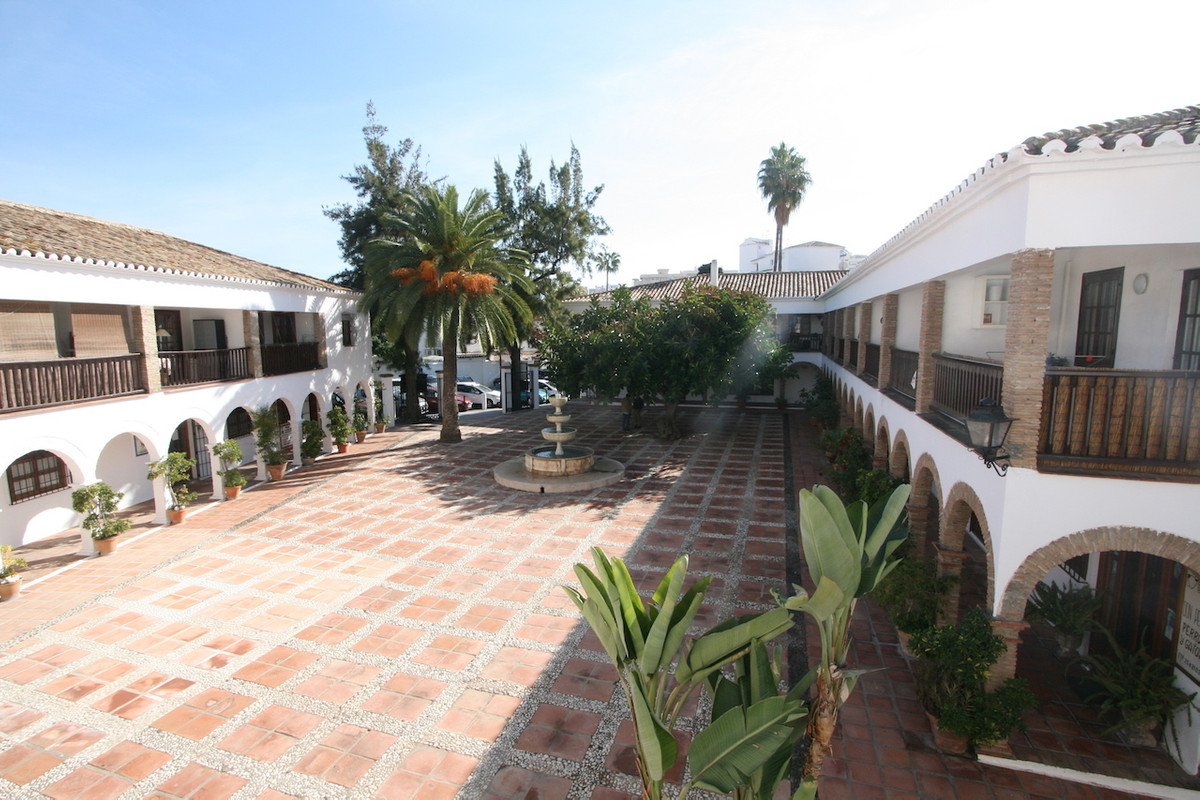 A lovely and quite large studio in a one of the best urbanizations located right in the heart of Fue,Spain
