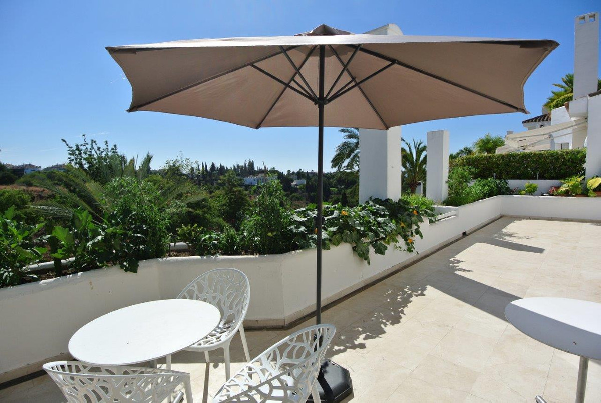 This stunning apartment is located in one of the most prestigious developments in Las Lomas del Marb,Spain
