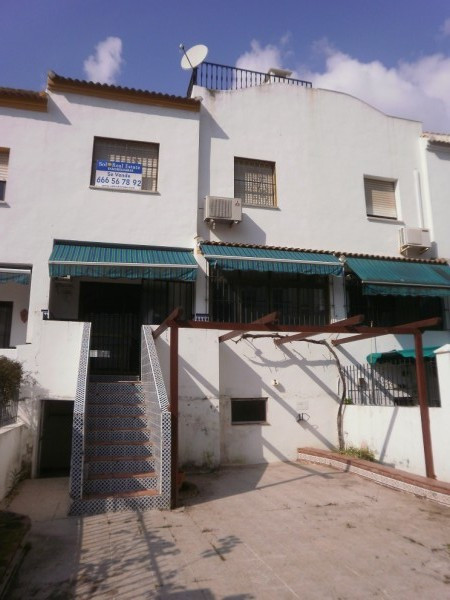 Townhouse, Estepona, Costa del Sol. 5 Bedrooms, 2.5 Bathrooms, Built 187 m², Terrace 40 m², Garden/P, Spain