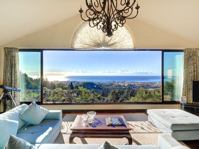 Situated in the hills of Marbella this spacious family home is perfect for someone who likes the pea,Spain