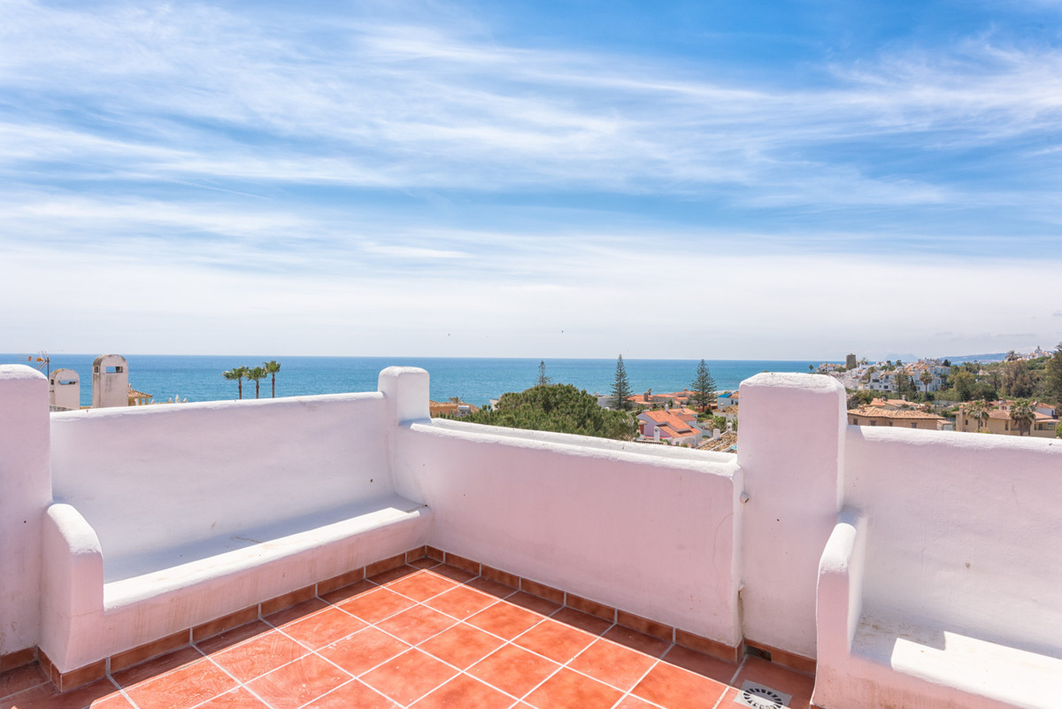 BRAND NEW PENT HOUSE IT IS A MEDITERRANEAN STYLE APARTMENT LOCATED IN  ESTEPONA, SITUATED WALKING DI,Spain