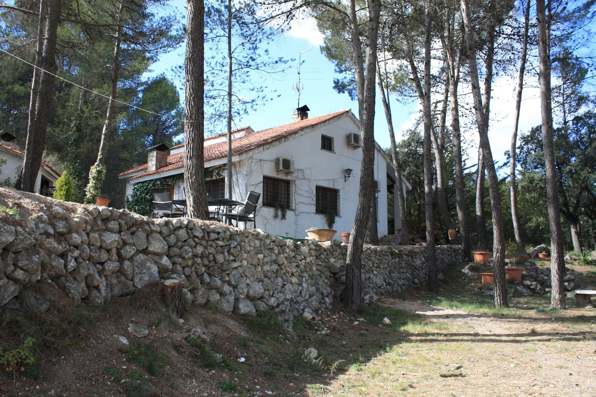 This villa of 240m2 is situated in Alcoy on a plot of 28.700m2. Very quiet location, close to town. ,Spain