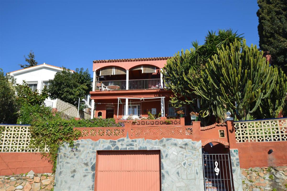 Detached Villa, Torreblanca, Costa del Sol. 5 Bedrooms, 2 Bathrooms, Built 231 m², Terrace 32 m², Ga,Spain