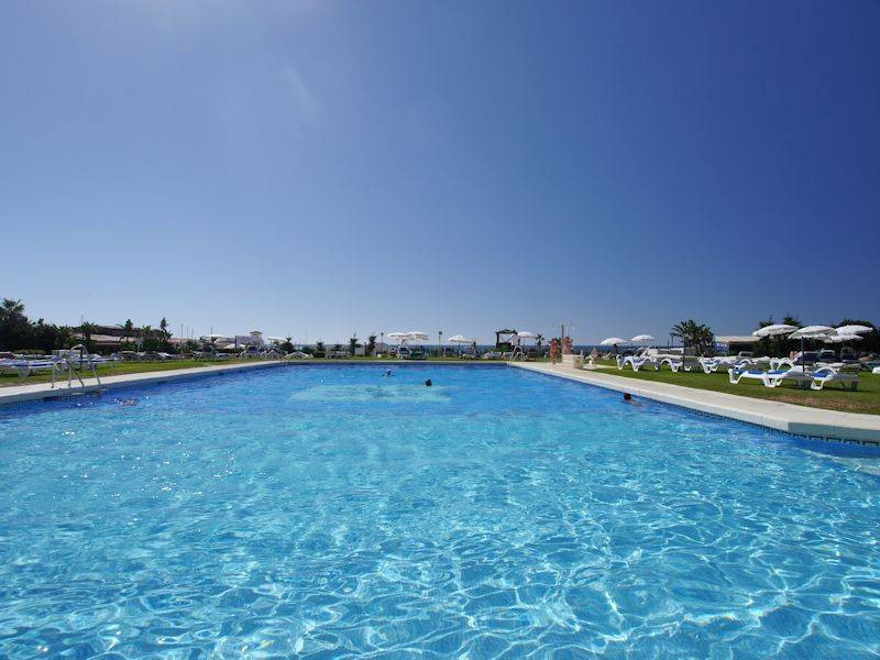 OPPORTUNITY!! Urbanization in first line in Cabopino.  Ground floor apartment located in the same Po,Spain