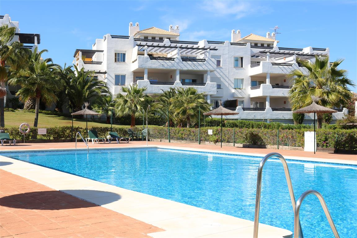 A spacious corner 3 bedroom apartment in the well known area of Selwo.  The apartment consists of 3 , Spain