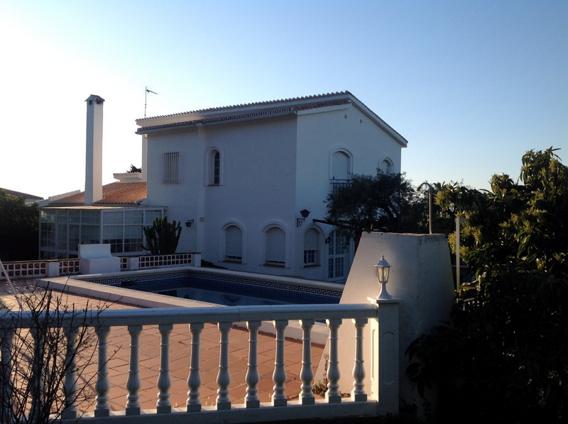 Chalet in very quiet and beautiful area of Alhaurin el Grande, with approx. 250 m2, plot of 2,500 m2,Spain