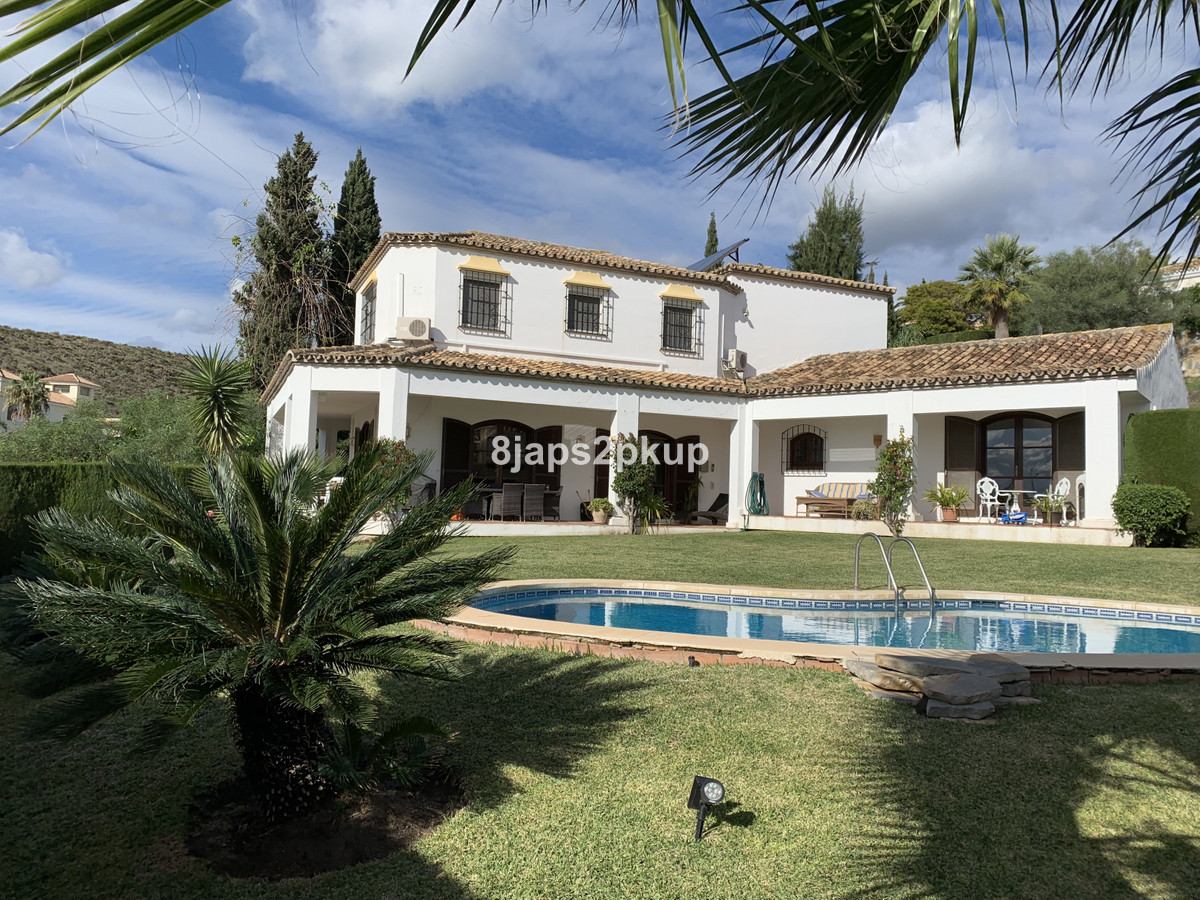 Very well priced spacious and villa for sale in the very sought after area of El Paraiso Alto in Ben, Spain