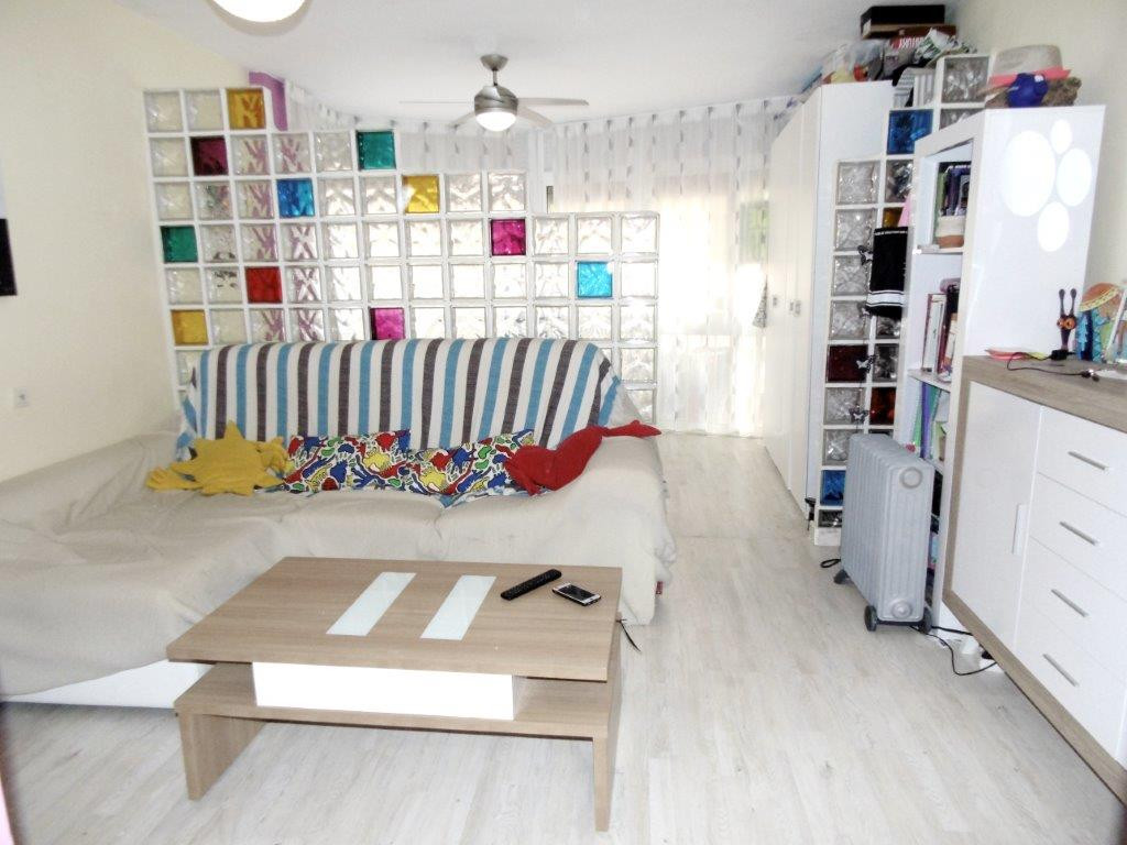 Middle Floor Studio, Fuengirola, Costa del Sol. Built 35 m².  Setting : Town, Close To Port, Close T, Spain