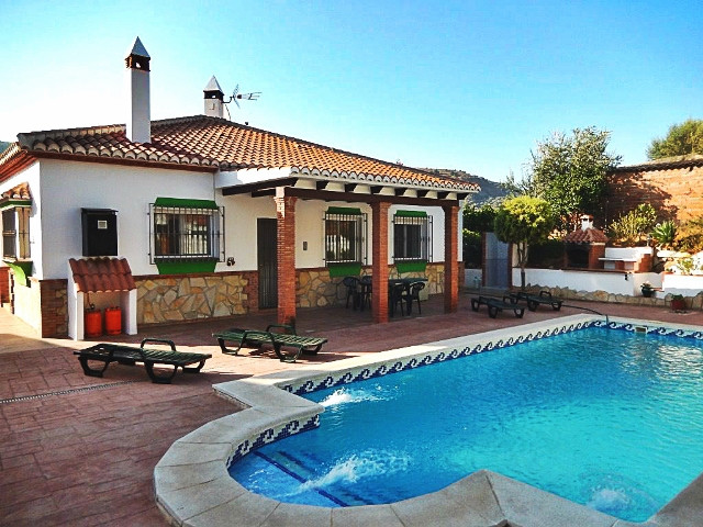 A really lovely property situated in the village of Venta Baja with good access and close to all ame, Spain