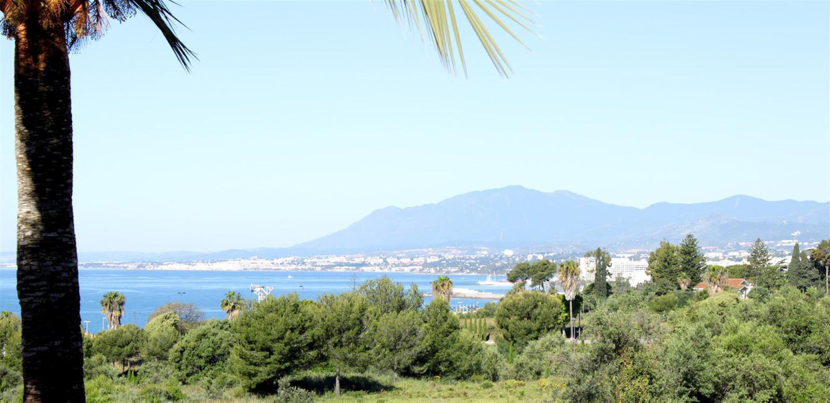 Large & sunny duplex 5-bed penthouse in famous Birdie Club, Rio Real, Los Monteros, Marbella eas, Spain