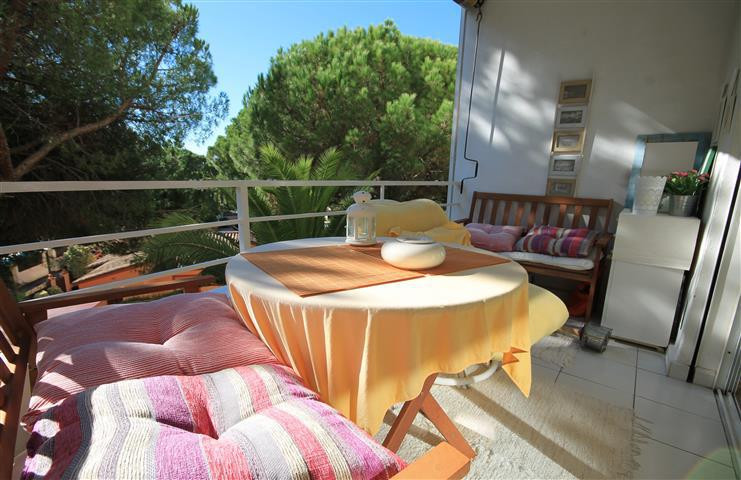 Spacious studio apartment located within easy walking distance to the beach and all local amenities ,Spain