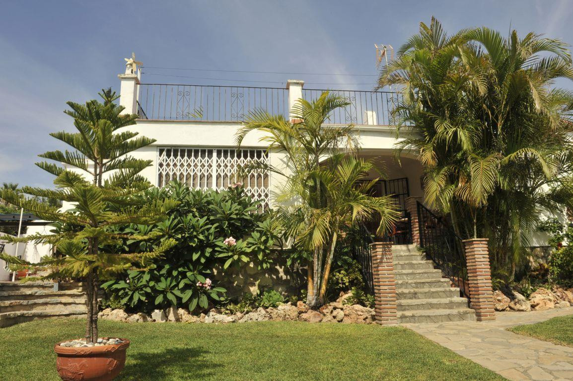 Beautiful villa in the area of Bello Horizonte Built on one floor, living room with fireplace, dinin,Spain