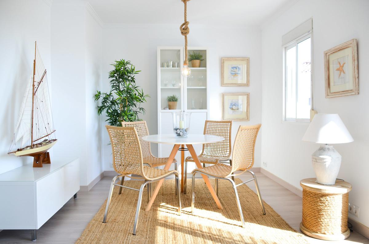 Top Floor Apartment, Estepona, Costa del Sol. 2 Bedrooms, 1 Bathroom, Built 68 m².  Setting : Close ,Spain