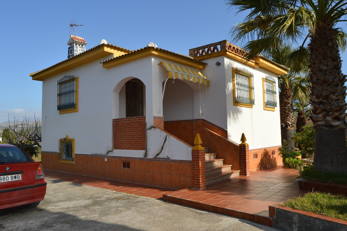 Beautiful detached house near Alora  This beautiful home is located near a main road and therefore v, Spain