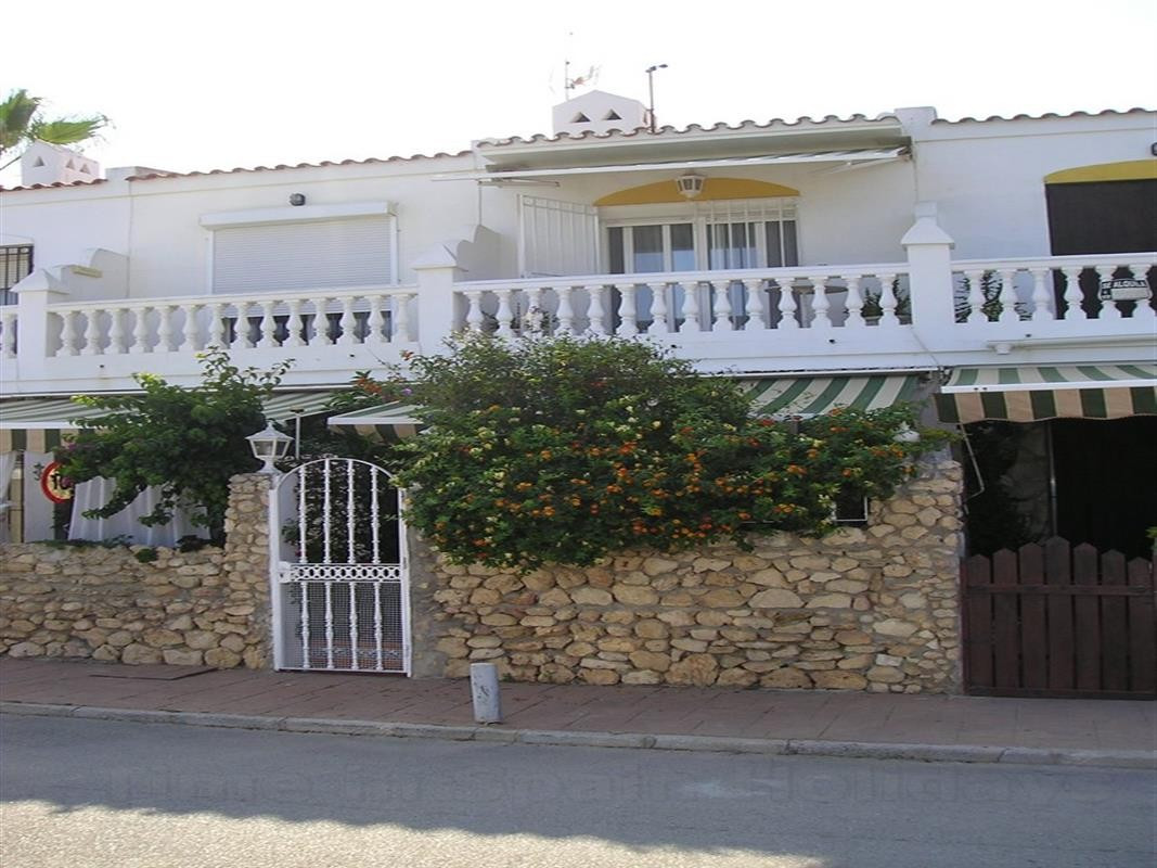 ***Absolute recommendation*** !! Lovely family townhouse for young couple or family. Fantastic urban,Spain