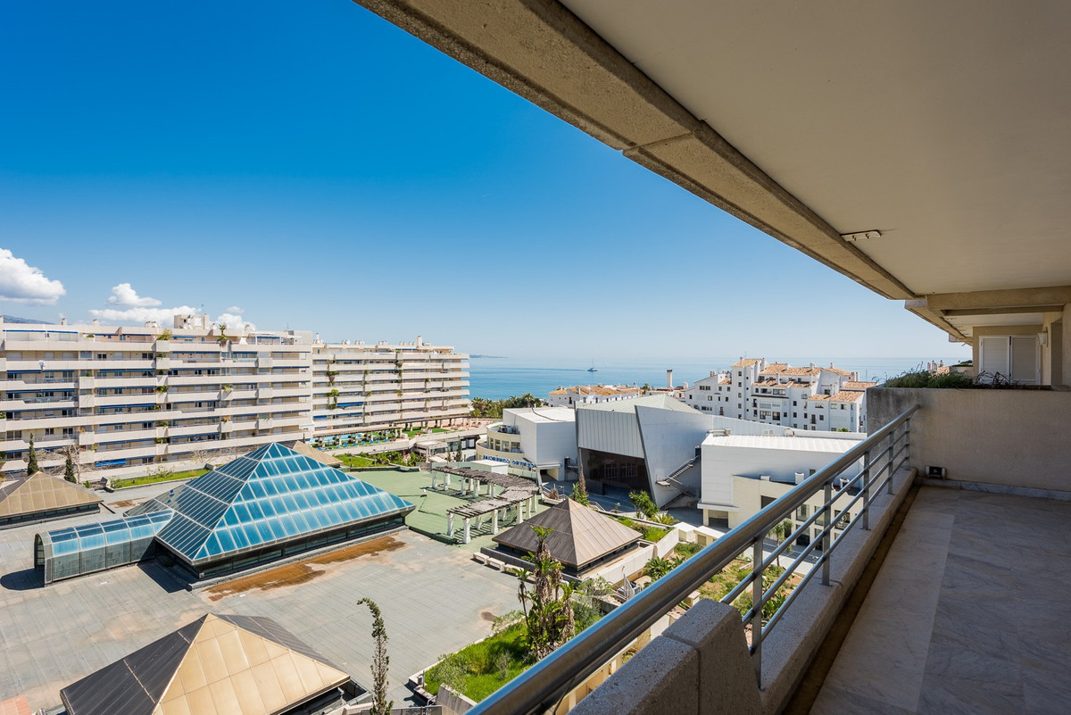 Penthouse for sale in Marina Banus, Marbella - Puerto Banus, with 3 bedrooms, 4 bathrooms and has a , Spain