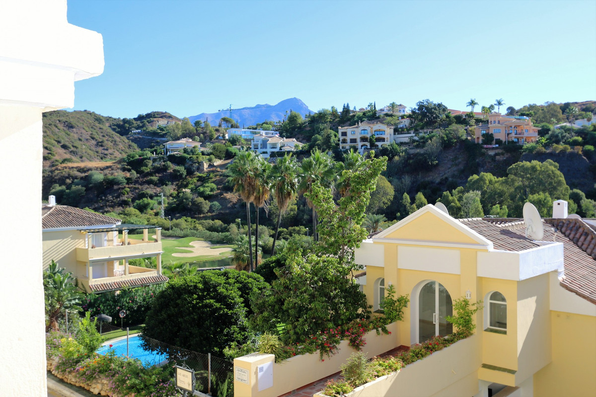 Fantastic 3 bed apartment located in la quinta with stunning golf views! Situated on a quiet cul-de-,Spain
