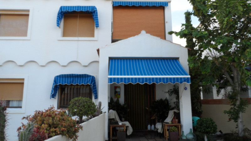 Beautiful 3 bed 2 bath bungalow in three floors with big garage. Located in el Campello in a private,Spain