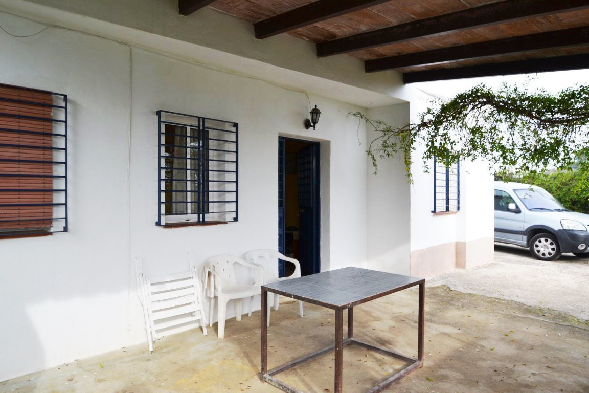 Rustic plot with 3 bedroom house in Coin  Beautiful rural house consisting of 3 bedrooms, bathroom, ,Spain