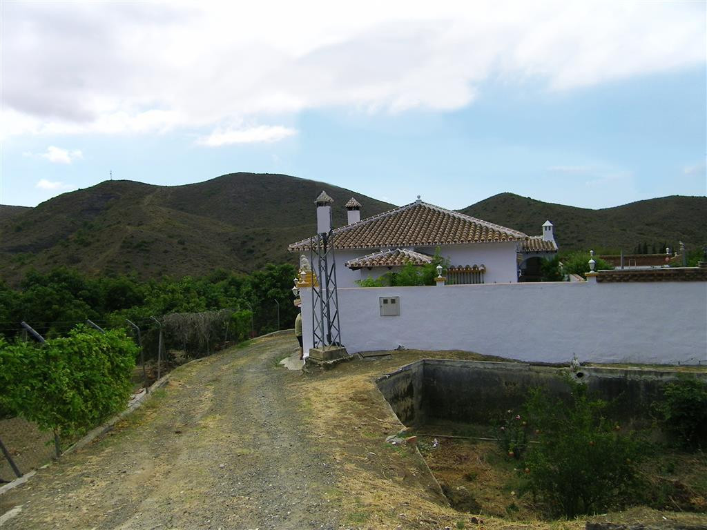 Beautiful finca with more than 25,000m² of land, two beautiful houses and two swimming pools. Locate, Spain