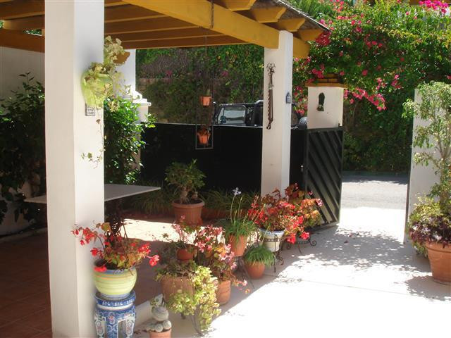 Beautiful attached house in Monte Biarritz, close to the golf courses, access to the motorway and on, Spain
