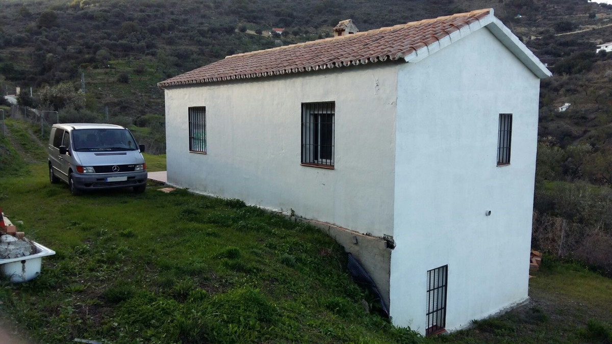 Magnificent country house in Monda to 700 m. Of the village with 100 m² of housing and with a plot o,Spain