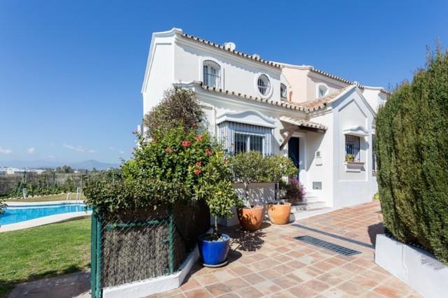 Semi-Detached House, Nueva Andalucia, Costa del Sol. 3 Bedrooms, 3 Bathrooms, Built 140 m², Terrace ,Spain