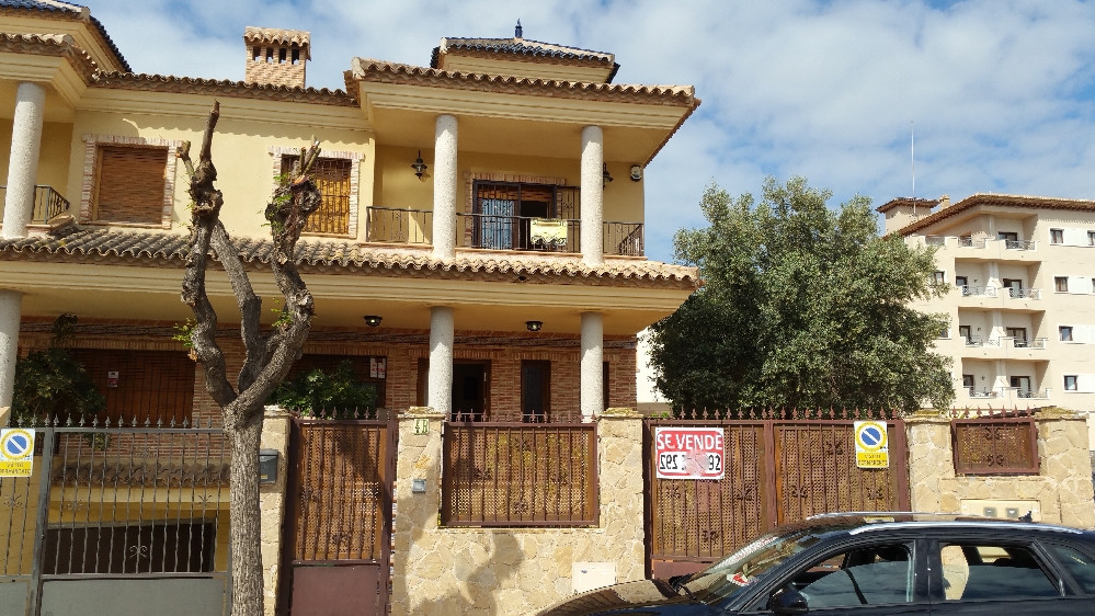 This Luxury 4 bedroom 3 bathroom property situated 20 metres from Los Alcazares beach is a stunning ,Spain