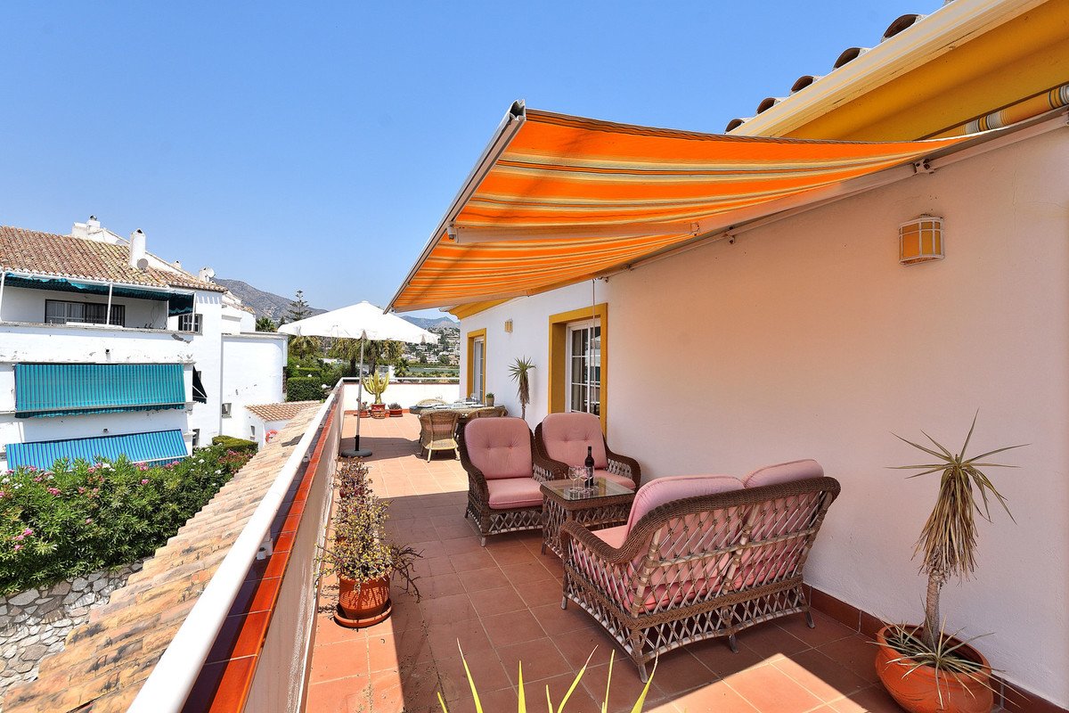This charming and bright penthouse is located in the lower part of Mijas Golf, just a stone´s throw ,Spain