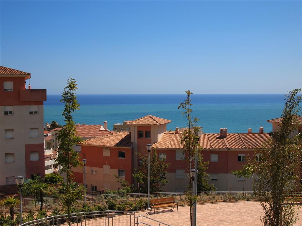 Impecable casa adosada duplex en venta en Torrequebrada con vista panoramicas al mar y muy bien comu,Spain