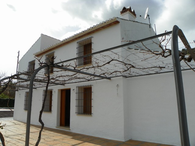 Excellent finca located just outside the village of Alora, just minutes from all the amenities of th,Spain