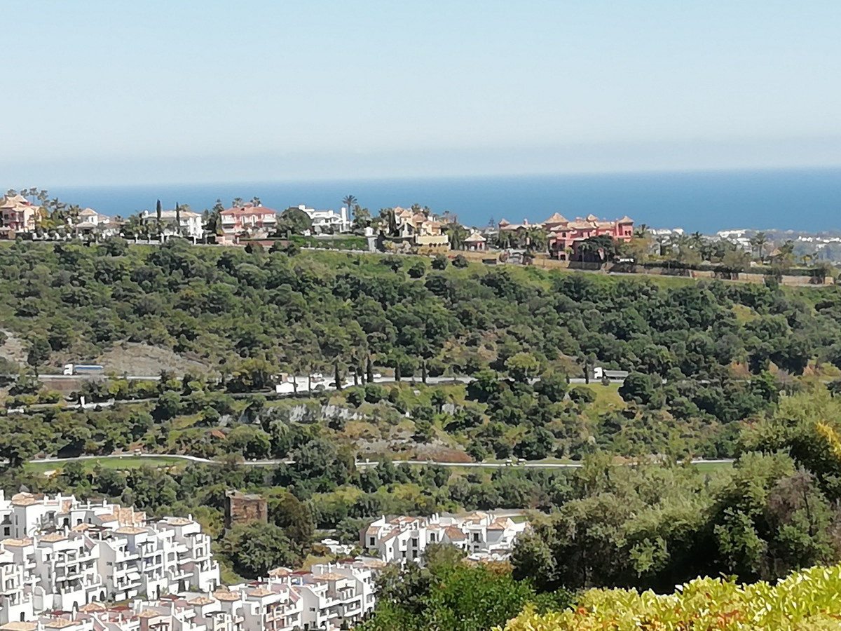 SOUTH  FACING with fantastic  open  views.  Ground floor apartment for sale in this elevated urbanis,Spain