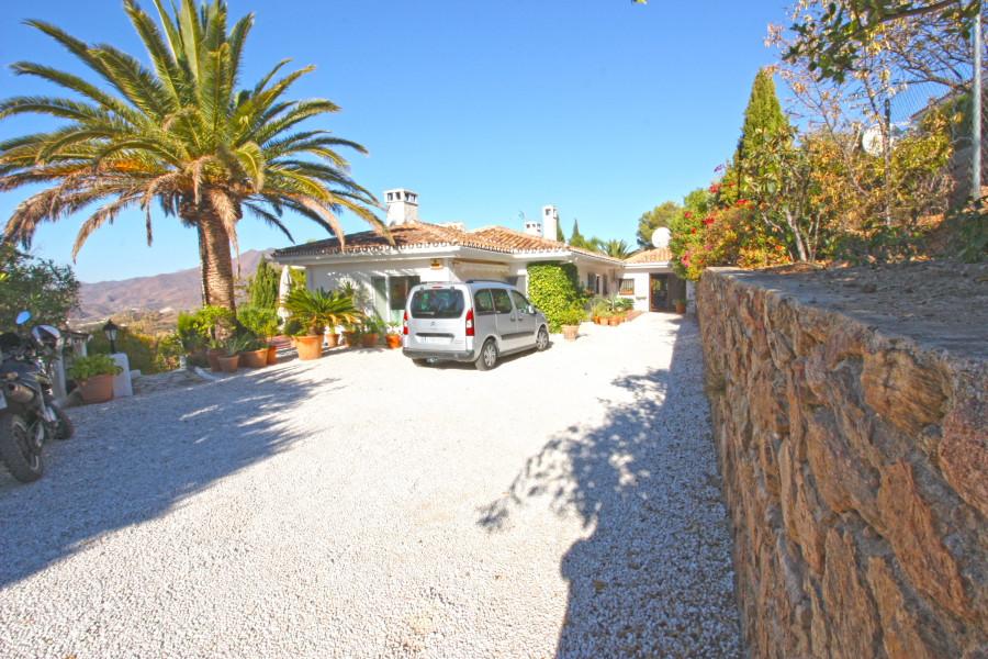 Detached Villa, Valtocado, Costa del Sol. 3 Bedrooms, 3 Bathrooms, Built 202 m², Terrace 60 m², Gard,Spain