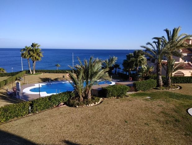 Excellent apartment with frontal sea views located halfway between Fuengirola and La Cala in a gated,Spain